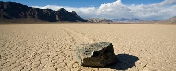 les pierres qui bougent dans la death valley